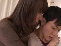 【澤村レイコ】夫と離婚しようと思っていると告白された母親の親友に性欲の渇きに耐えられず迫られお口で射精させられる息子