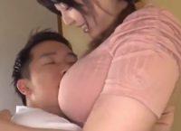 【水澄ひかり 母子相姦】帰った息子をチュウで出迎えおっぱいに甘える息子と濃厚接吻して勃起オ●ンチンを手コキ射精する爆乳ママ