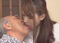 【大場ゆい 近親相姦】義父の介護をする綺麗な美人嫁がキモい義父に言われるまま口移し介護でベロチュウ接吻させられ中出し近親相姦