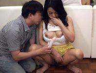 【母子相姦 二ノ宮慶子】父親が寛ぐリビングの死角で性器を弄ぶ息子が入浴中の父親の側で肉棒をしゃぶらせ母子相姦SEX