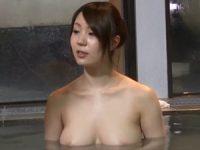 弟と混浴温泉に入った巨乳お姉ちゃんが無防備におっぱい見せつけ欲情して勃起した弟のオ●ンチンに興奮して姉弟近親相姦SEX