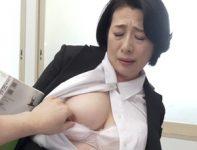 【柏木舞子 女教師】授業中に生徒にオ●ンコを責められネットリした愛液を漏らす女教師がいつ人が来るかわからないトイレで肉欲交尾