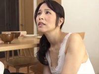 【井上綾子 母子相姦】固いままだと訴える息子の性処理を手伝いオ●ンチンをお口に咥え込んでフェラ口内射精で受け止めるお母さん