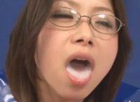 すごろくゲームに参加したコスプレ姿のママが息子のオ●ンチンをフェラチオして口内射精した大量の精液を一滴残らずゴックン精飲